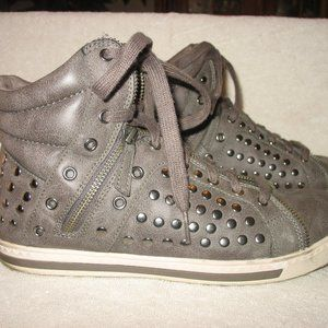 SKECHERS STUDDED HIKING WALKING ANKLE BOOTS Sz 9.5